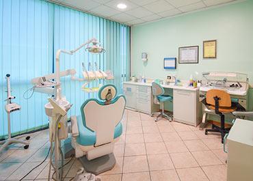 Team medico altamente specializzato: Studio Dentistico Arca