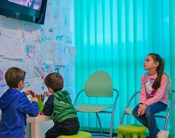 Tv, pennarelli e giochi: tipica giornata per un bambino nel nostro centro
